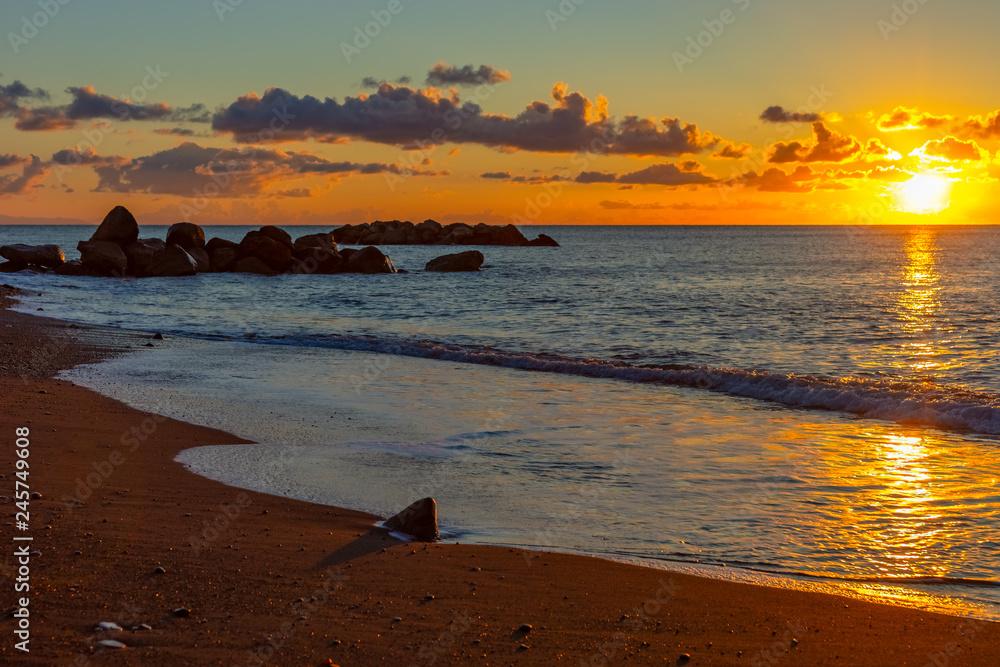 Obraz Wschód słońca na wyspie Santorini, Cyklady fototapeta, plakat