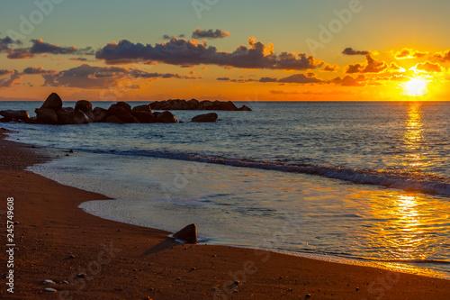 Fototapeta Wschód słońca na wyspie Santorini, Cyklady obraz