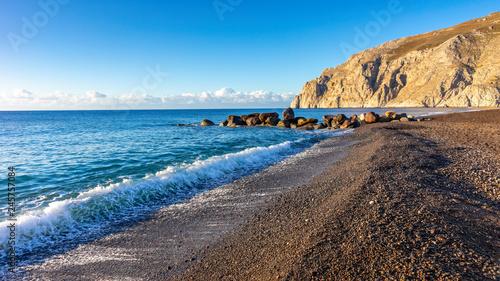 Obraz Czarna plaża na wyspie Santorini, Grecja - fototapety do salonu