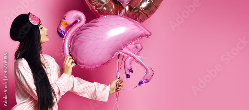 Photo  Valentine Beauty girl hold red and pink air balloons blow kiss on pink backgroun