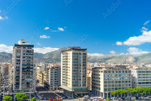 Cadres-photo bureau Milan Aerial view of Palermo with mountains and clouds on background