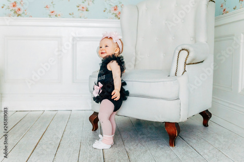Phenomenal Little Baby Girl One Year Old Wearing Spring Wreath Standing Pabps2019 Chair Design Images Pabps2019Com