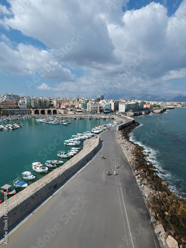 Foto op Plexiglas Poort Héraklion (Crète – Grèce) – Vue aérienne du port