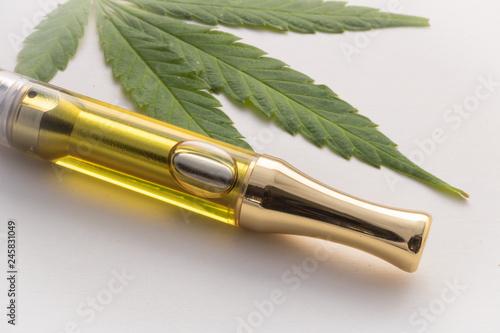 Full gram cannabis oil (THC/CBD) & terpenes in vape