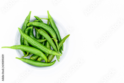 Photo green chilies in bowl isolated on white background