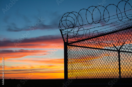 Valokuva  BSilouette of fence at sunset