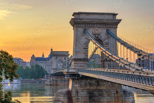 Foto auf Leinwand Budapest Budapest Hungary, Sunrise city skyline at Chain Bridge