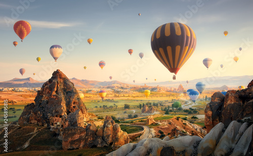 Fotografia  Hot air balloons flying over spectacular Cappadocia.Turkey