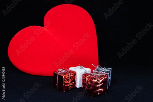 Sentiments Et Cadeaux Un Gros Coeur Rouge En Symbole De L