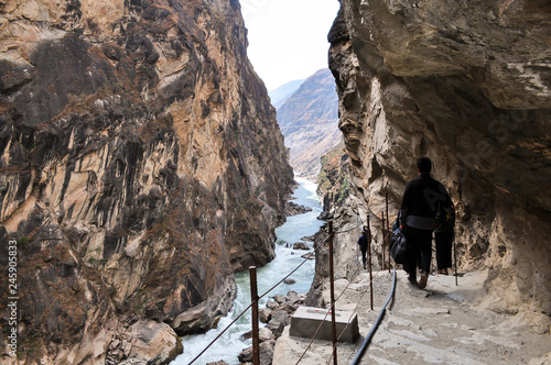 Photo hiking in the Tiger Leaping Gorge canyon China