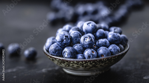 Fotografía Juicy and fresh blueberries on a beautiful background