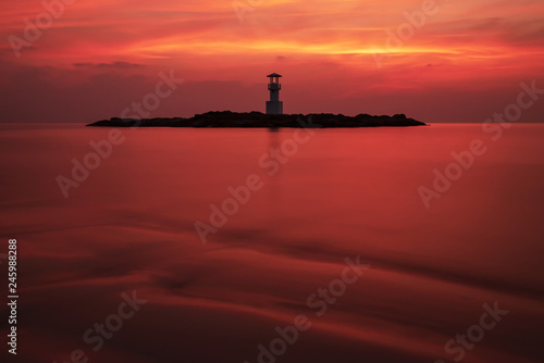 Fotografia  Scenic Seascape of Khaolak Light Beacon Tower in the Sea of Red Twilight Sky Nat