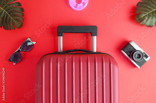 Carta da parati Luggage with summer vacation accessories on red.