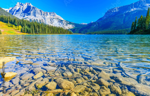 Photo Stands Lake Emerald Lake,Yoho National Park in Canada