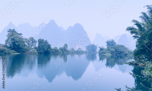 Photo Stands Guilin landscape in Yangshuo Guilin, China