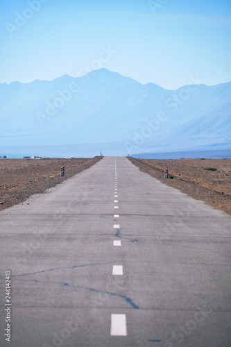 Deurstickers Asia land Empty asphalt straight highway road in Mongolia between mongolian towns Khovd and Altai