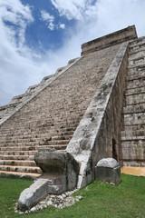 chichen itza maya pyramid yucatan rivera maya mexico