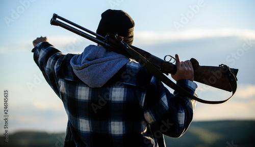 Fényképezés  Guy hunter spend leisure hunting