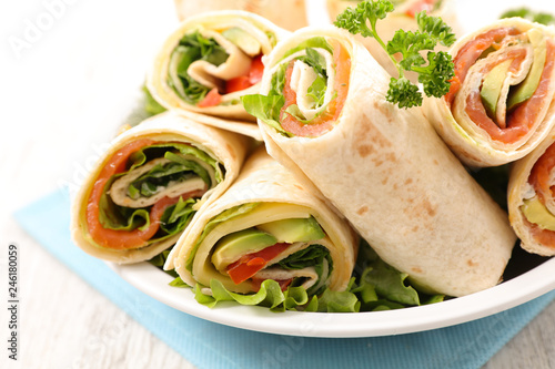 Photo  sandwich wrap with vegetable