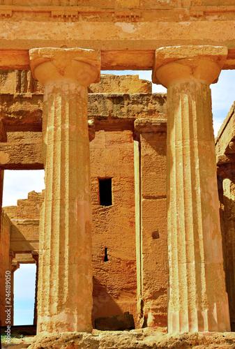 Plakat Świątynia Zgody to grecka świątynia Dolina Świątyń Agrigento Sycylia Włochy