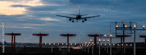 Photo Panorama Flugzeug beim Landeanflug