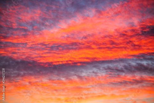 Foto auf AluDibond Hochrote Colorful cloudscape at sunset