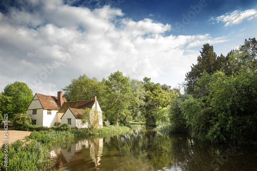 Photo  moden day image of the 'The Hay Wain'