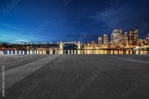 Spoed Foto op Canvas Stad gebouw empty parking lots