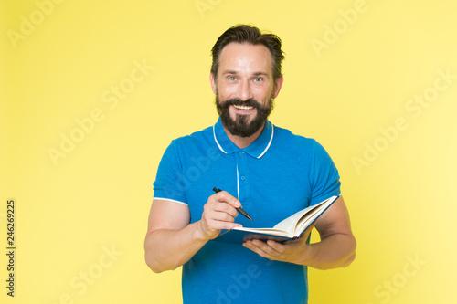 Fotografía  Man mature bearded guy writing notes to notepad