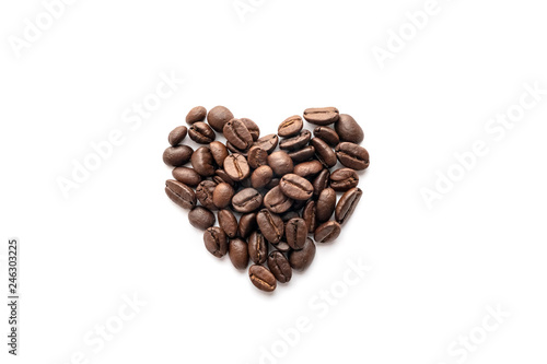 Papiers peints Café en grains Heart shape of roasted coffee beans isolated on a white background.