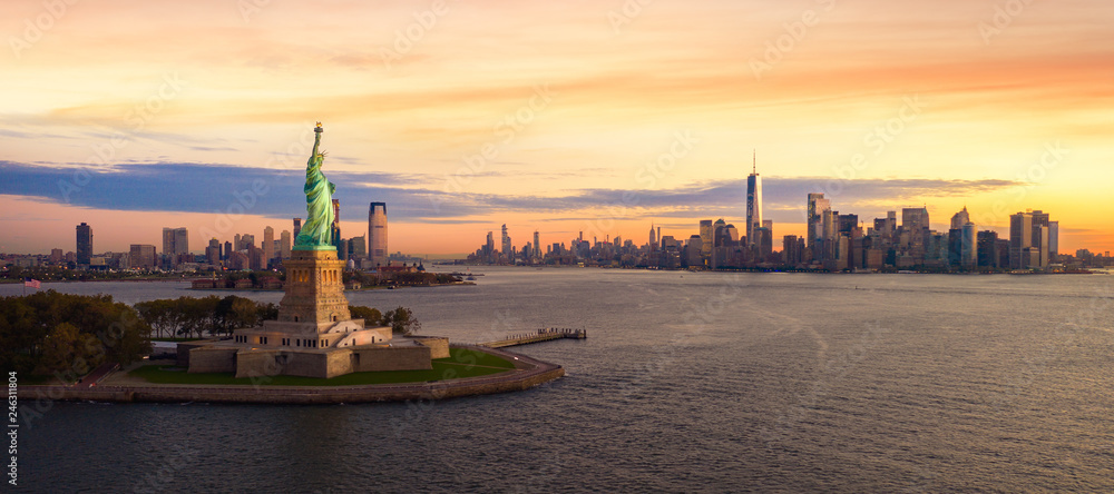 Fototapety, obrazy: Liberty statue in New York city