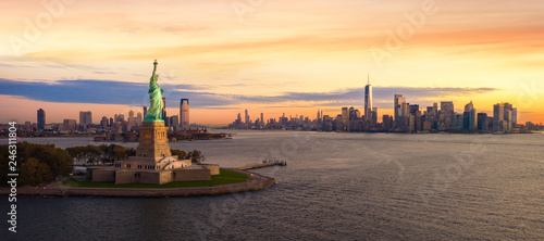 Liberty statue in New York city Canvas Print