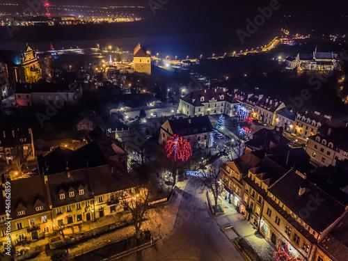 Fototapeta Sandomierz nocą świątecznie dron obraz na płótnie