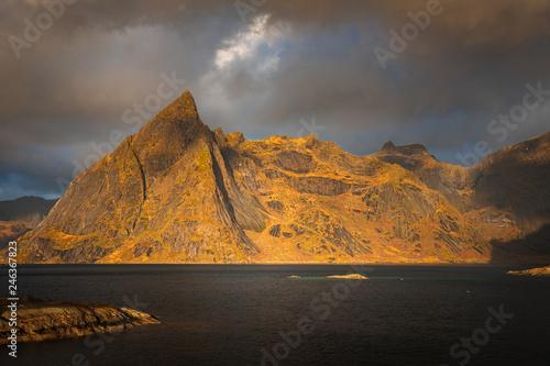 Poster Nouvelle Zélande Lofoten landscape in autumn norway mountains