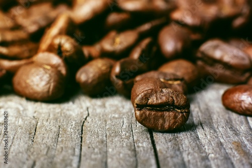 Café en grains Aroma roasted coffee beans, brown background. Soft focus close up.