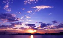 横浜大さん橋から見える朝日