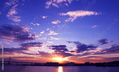 Leinwand Poster 横浜大さん橋から見える朝日