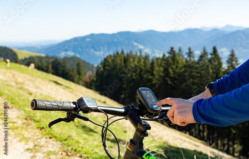 Fotomural  GPS Navigation am Mountainbike