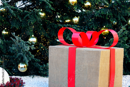 Albero Di Natale 94.Pacco Sotto L Albero Di Natale Buy This Stock Photo And Explore Similar Images At Adobe Stock Adobe Stock