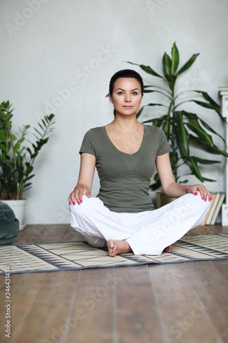 Staande foto Hoogte schaal Yoga workout