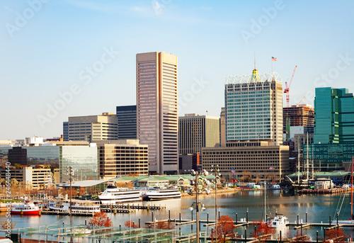 Fotobehang Amerikaanse Plekken Inner Harbor marina and Baltimore skyline, USA