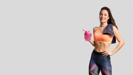 Prekrasna fitness djevojka pozira