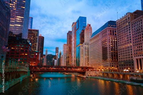 Fotobehang Amerikaanse Plekken Lake Street Bridge and skyscrapers of Chicago, USA