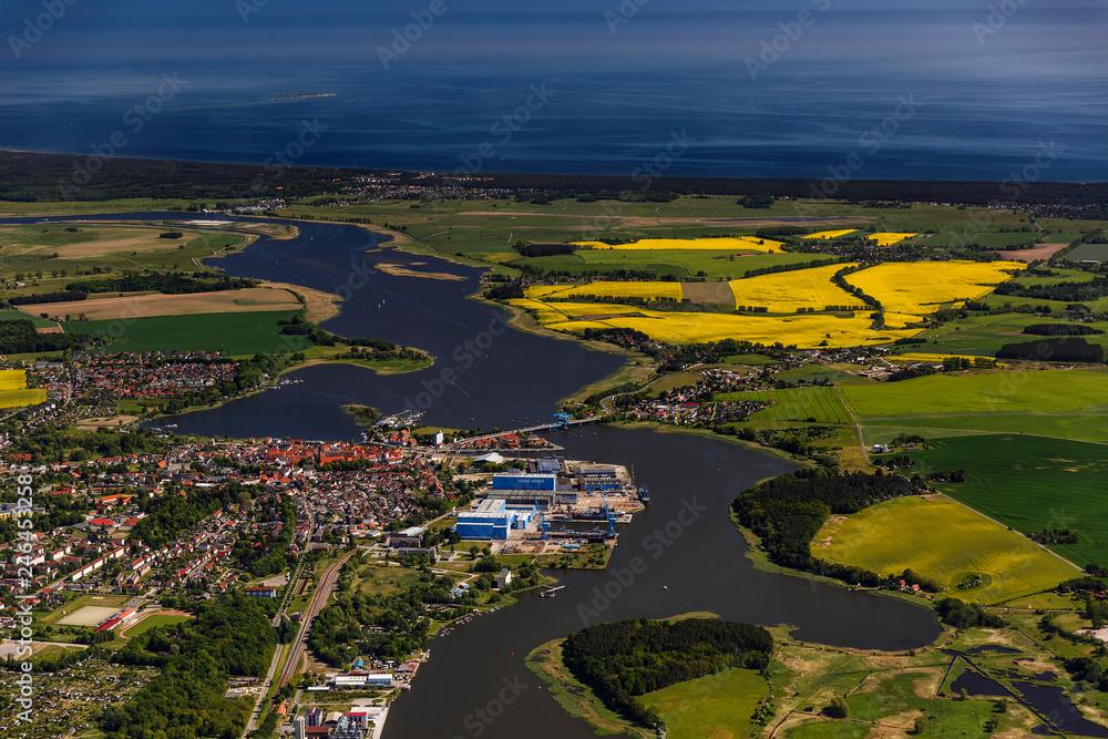Fototapety, obrazy: Wolgast und Insel Usedom, Peenebruecke, Mecklenburg-Vorpommern, Deutschland, Luftaufnahme