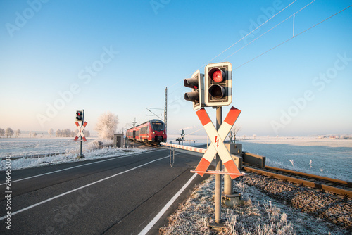 Bahnübergang, Winter, Schranke Canvas-taulu