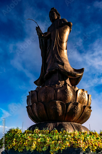 Fotografia  Buddhist statue on Fansipan Mountain, Sapa, Vietnam