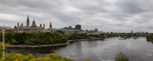 In de dag Canada Ottawa, Ontario, Canada - September 30, 2018: Panoramic view of Downtown Ottawa and the Parliament of Canada.
