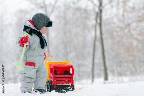 Valokuva  little baby boy playing with his favourite toy at the snow