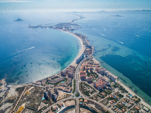 Fotografía Aerial photo of buildings, villas and the beach on a natural spit of La Manga be