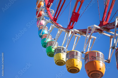 Amazing colorful ferris wheel in amusement park with sunshine blue sky in the mo Fototapet